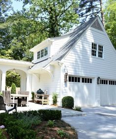 Spring Curb Appeal: Gorgeous Garage DoorsBECKI OWENS One way to get a fresh facelift is by rethinking your garage doors. By upgrading, you can give your home a custom look. Look at these gorgeous garage ideas. Garage House, Dream Garage, Carriage House Garage Doors, Carriage House Plans, Garage Office, Porch Over Garage, White Garage Doors, Garage Windows, Garage Closet
