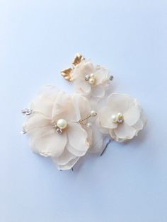 Hand pressed chiffon petals and beautiful sparkling Swarovski crystals and pearls make up these lovely chiffon flower hair pins. The perfect hair accessory for brides and bridesmaids. -hand cut and chiffon petals -hand sewn Swarovski crystal and pearl accents -hand wired gold plated leaf accents -attached to light metal bobby pins Available in custom colors upon request! BRIDAL PARTY DISCOUNT: Take 15% off all bulk orders of 3 pieces or more. Apply bulk discount code BRIDALPARTY during…