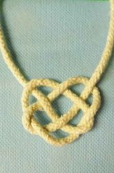 European craft, Activities: How to Make a Celtic Knot Celtic Crafts, Celtic Art, Celtic Dragon, St Patrick's Day Crafts, Crafts For Kids, Arts And Crafts, 7 Arts, World Thinking Day, Kids Pages