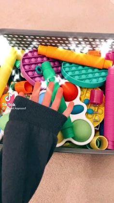 Figet Toys, Pop Toys, 5 Min Crafts, Fun Diy Crafts, Cool Fidget Toys, Homemade Fidget Toys, Pop It Toy, Creative Birthday Gifts, Oddly Satisfying Videos