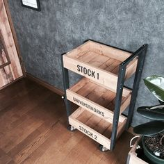 Wooden Crates, Wooden Boxes, Diy Interior, Interior Decorating, Pantry Design, Steel Furniture, Furniture Makeover, Wood Projects, Palette