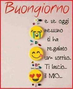 Buongiorno a tutti - BuongiornoATe. Morning Greetings Quotes, Good Morning Quotes, Italian Humor, Italian Phrases, Good Morning Flowers, Day For Night, Emoticon, Christmas Ornaments, Holiday Decor