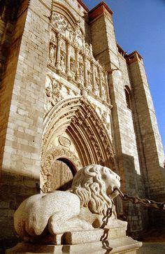 Avila, Cathedral, Spain. quiero mirar a cada cosa de las cathedrales y los edificios.