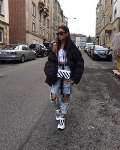 🤪🚶🏽‍♀️fav glasses, fav bag and fav shoes 🙏🏽. Street style 🤪🚶🏽‍♀️fav glasses, fav bag and fav shoes 🙏🏽. Hipster Outfits, Mode Outfits, Casual Outfits, Fashion Outfits, Swag Fashion, Style Fashion, Fashion Ideas, Hip Hop Outfits, Dance Fashion