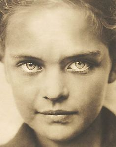 image by Erna Lendvai-Dircksen.  Those eyes are breathtaking!!!  Probably the most pretty I've ever seen!