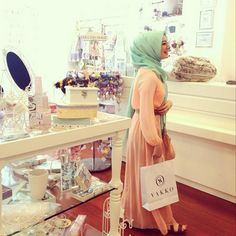 Mint hijab | via Tumblr
