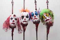Clown Heads on Spikes 4 Pc Set Halloween Clown, Halloween Karneval, Halloween Haunted Houses, Halloween Themes, Haunted Carnival, Creepy Carnival, Creepy Circus, Carnival Decorations, Homemade Halloween Decorations