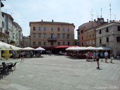 Der schöne Hauptplatz in Pula