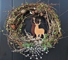 ET – Blogit | Reijan räsymatto – Emilia tekee upeita kransseja luonnonmateriaaleista - katso ja ihastu! Christmas Time, Christmas Wreaths, Xmas, Christmas Ideas, Wreaths For Front Door, Grapevine Wreath, Grape Vines, Diy And Crafts, Create