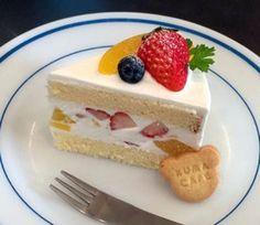 イチゴと黄桃のショートケーキ