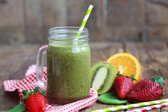 Healthy green smoothie made from spinach, kiwi, strawberries and Healthy Skin Smoothie, Healthy Green Smoothies, Fruit Smoothies, Treating Insomnia, Kiwi And Banana, Best Probiotic, Fruit Benefits, Sugar Cravings, Diet