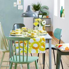 Farbverläufe wie Dip Dye und Ombré sind angesagt. Jetzt kommt der Trend auf den Tisch und kündigt in Grün- und Gelbtönen den Frühling an.