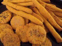 Ανακατεύουμε σε ένα μπόλ όλα τα υλικά φτιάχνουμε μία ζύμη… την αφήνουμε για 8 με 10 λεπτά και μετά πλάθουμε κορδόνια σε πάχος ενός δαχτύλου περίπου… που φροντίζουμε να είναι ... Desert Recipes, Crackers, Healthy Snacks, Cravings, Carrots, Recipies, Deserts, Food And Drink, Cooking Recipes