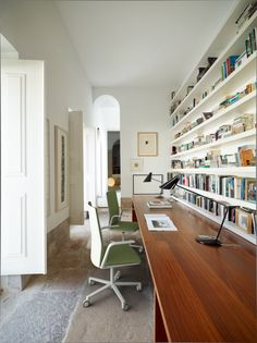 28 Work Seamlessly in a Scandinavian Home Office Now For those working from home, comfort and seamless navigation are some of the most crucial aspects. See our Scandinavian home office ideas fulfill those. Workspace Design, Office Workspace, Office Interior Design, Office Interiors, Office Bookshelves, Loft Office, Desk Shelves, Office Designs, Office Chairs