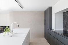 Modern Kitchen Cabinets, Kitchen Furniture, Bauhaus, Agi Architects, Cool Kitchens, Modern Kitchens, Cuisines Design, Design Moderne, Kitchen Styling