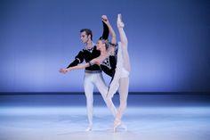 Aleksandra Liashenko and Maksim Woitiul in Grand Pas Classique. Photo © Ewa Krasucka/Teatr Wielki.