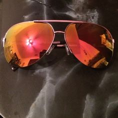 Sunglasses Pink flash Steve Madden sunglasses no scratches perfect condition! Steve Madden Accessories Sunglasses
