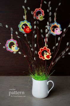 A Little Crochet Bird Sitting On A Wreath - Ornament - Ravelry: A Little Crochet Bird Sitting On A Wreath – Ornament pattern by zoom yummy - Easter Crochet Patterns, Crochet Birds, Crochet Animals, Crochet Flowers, Crochet Home, Crochet Crafts, Crochet Projects, Crochet Wreath, Crochet Ornaments