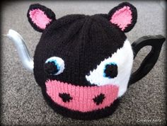 Moo Cow Tea Cosy to fit 4 Cup Tea Pot Crochet Animal Hats, Crochet Cow, Grannies Crochet, Knitted Tea Cosies, Tea Cozy, Clothing And Textile, Fit 4, Yarn Crafts, Cows