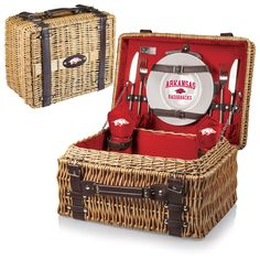 Arkansas Razorbacks Picnic Basket With Service For 2