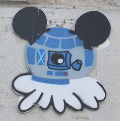 Gz'up - Street Art Paris - R2D2 Star Wars - Mickey Disney - Copyright Tous droits réservés par Ausmoz