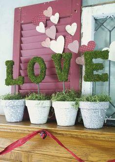 Romantic Decoration Ideas for Valentine's Day Valentinstag Mantel – Liebesbriefe. Valentines Bricolage, Valentine Crafts, Heart Decorations, Handmade Decorations, Valentines Decoration, Romantic Valentines Day Ideas, Love Wood Sign, Decorated Flower Pots, Dating Divas