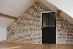 réno mur en briques jointoiement chaux Isolation, Garages, Garage Doors, Stairs, Outdoor Decor, Home Decor, Attic Spaces, Traditional Interior, Whitewash