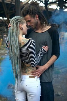"All you need are dreads and love 💜 📌Recuerden que estamos en Santa Fe y Talcahuano ""Galería Avenida loc por turnos y consultas no duden en escribir por MD😉😉 . Extension Dreadlocks, Dreadlock Extensions, Dreadlock Hairstyles, Messy Hairstyles, Dreadlocks Girl, Short Hair Dont Care, Rasta Hair, Beautiful Dreadlocks, Dreads Styles"