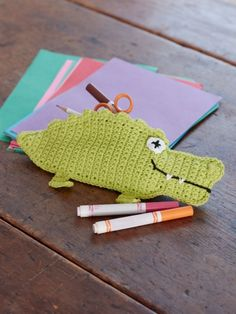 Keep kids organized with this adorable alligator pencil case! #crochet