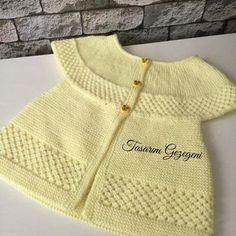 trendy crochet slippers for girls for kids Baby Cardigan Knitting Pattern, Easy Knitting Patterns, Knitting For Kids, Baby Knitting, Cardigan Bebe, Pull Bebe, Diy Bebe, Slippers For Girls, Knitted Baby Clothes