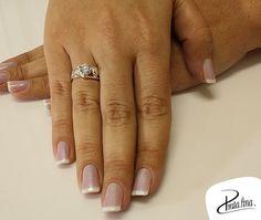 Status do dia: sendo linda com anel lindo  ❥ http://www.pratafina.com.br/prod/anel-c-zirconia-lilas-22308/