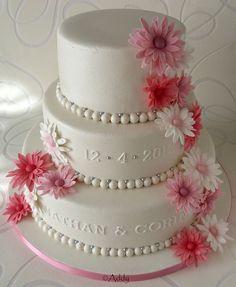 Weddingcake with gebera / daisy