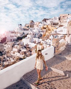 Santorini Greece, Weekend Trips, Good Times, Travel Inspiration, Street Wear, Places To Visit, Italy, Explore, Beach