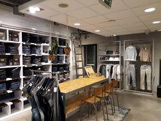 De afgelopen maanden is er hard gewerkt bij Nummer Zestien. Nummer Zestien Generation Store met alleen maar topmerken in dameskleding en herenkleding ademt een warme huiskamersfeer uit en heeft een nieuwe coole jeansfloor. Op woensdag 1 maart 2017 was de heropening. Kom ook gezellig fun fashion shoppen!