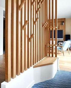 """Hopfab on Instagram: """"💡La bonne idée du jour : cet aménagement en bois qui sépare l'entrée de l'espace de vie. Il combine porte manteau et banc tout en laissant…"""""""