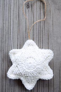 Hæklede stjerner | Eponas dagbog Christmas Baby, Homemade Christmas, Christmas Time, Christmas Crafts, Christmas Decorations, Christmas Ornaments, Crochet Stars, Crochet Baby, Knit Crochet