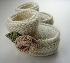Baby shoes with T bar Knitting Pattern pdf QUINN por LoveFibres