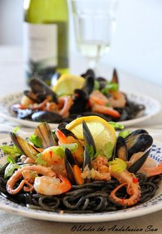 Andalusian auringossa-ruokablogi: Mustaa spagettia