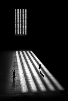 Black and white street photography by Alan Schaller #photography #streetphotography #bwphoto