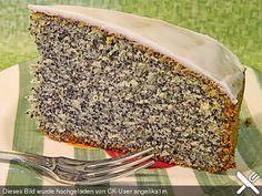 Mohnkuchen (LECKER! 11/14/14) 250 g Butter oder Margarine 250 g Zucker 1 Pck. Vanillezucker 1 EL Rum 4 Ei(er) 420 g Mehl 1 Pck. Backpulver 150 g Mohn, gemahlen 230 ml Milch