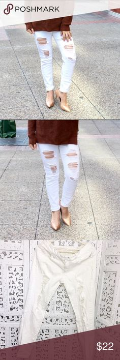 """WHITE DISTRESS SKINNY JEANS So cute! The cutest distress and most comfortable! Size 9. 98% cotton, 2% spandex. Waist: 33"""", hips: 35"""", inseam: 28"""".     🎀""""Add to bundle"""" to add more items from my closet or """"Buy"""" to checkout now.  🎀Get to know me! 💗Showing you how to style your looks at www.Queenbeefashionblog.com SUBSCRIBE.   🎀 Let's be friends! Follow me on Instagram @queenbeefashionblog Jeans Skinny"""