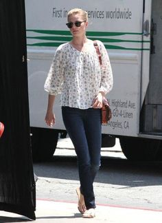 Emily VanCamp Fashion and Style - Emily VanCamp Dress, Clothes, Hairstyle - Page 4