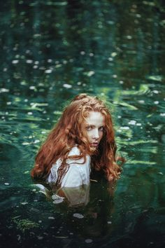 nymphe aquatique 🌲 katrin by ines rehberger (immersion eau mare water pound jeune femme rousse younf redhead woman) palette verte green Fantasy Magic, Elfa, Water Nymphs, Foto Art, Poses, Character Inspiration, Fantasy Inspiration, Writing Inspiration, Moodboard Inspiration