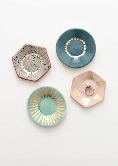 Ceramic Ring Dish pretty ring dishes by Karo Art Ceramic Clay, Ceramic Pottery, Pottery Art, Diy Clay, Clay Crafts, Cerámica Ideas, Keramik Design, Clay Design, Diy Décoration