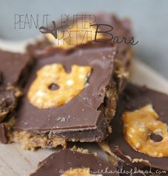 Easy Peanut Butter Pretzel Bars ~ no bake!  Butter, with a side of Bread // Easy family recipes and reviews.
