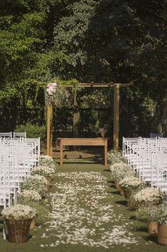 Casamento Romântico em Holambra Altar - Wedding in the field with shades of pink. Wedding Tips, Wedding Bride, Wedding Events, Wedding Ceremony, Rustic Wedding, Wedding Planning, Dream Wedding, Wedding Hair, Diy Wedding Deco