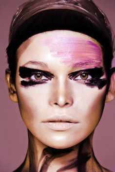 Pink/black make up extravagance - via Chang Chang Milano Makeup Inspo, Makeup Inspiration, Beauty Makeup, Eye Makeup, Hair Makeup, Smudged Makeup, Vogue Makeup, Gold Makeup, Extreme Makeup