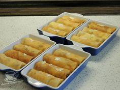 Clatite Banatene ca la Ana Lugojana. Clatite cu branza dulce si crema. Clatite cu branza dulce, stafide, crema vanilie si bezea. Clatite cu branza dulce la cuptor. Retete de clatite. Clatite Baby Food Recipes, Easy Recipes, Quick Easy Meals, Hot Dog Buns, Waffles, Deserts, Food And Drink, Sweets, Bread