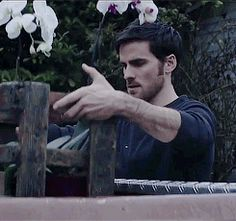 Colin O'Donoghue in the music video of The Words... Pfffff *melts* *dies* *falls in love* *dies again* << XD