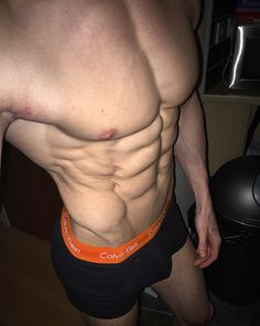 josh leader | #TBT 2 Days before the Amateur Olympia  The shredz were real! ✂️ #physique #shredded #ripped #flat #amateurolympia #learnthroughexperience #leadbyexample #nofilterneeded #obliques #serratus #dry #symmetrical #TB Contact me via email at joshleader@btopenworld.com for tailored plans